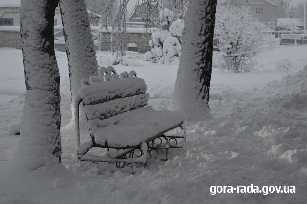 Село Гора прикрасили снігом