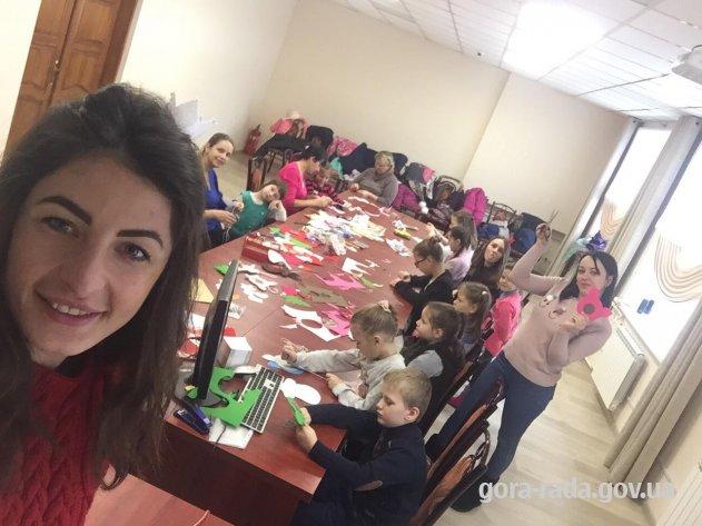 У Горі для дітей провели майстер-клас із виготовлення новорічних іграшок і прикрас